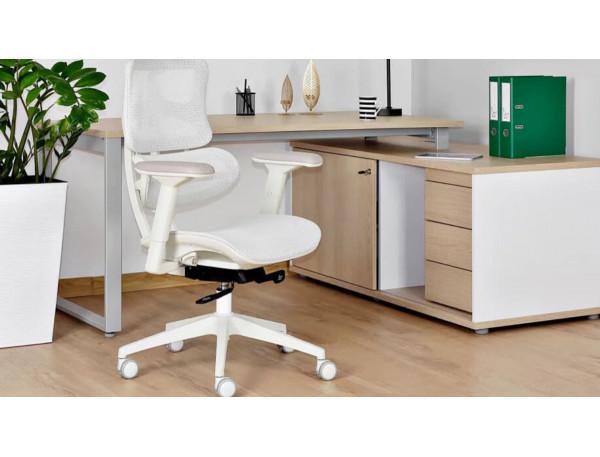 Czy krzesło obrotowe do biurka to dobry pomysł? PLUSY I MINUSY foteli obrotowych